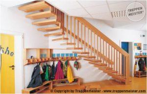 Branschutztreppe F30B als handlauftragende Systemtreppe.