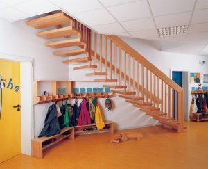 F30-B Systemtreppe als handlauftragende Treppe in Buche