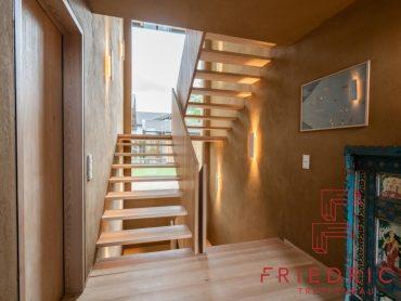 Geländerscheibe Wangenscheibe Treppe Lärche offen ohne Setzstufen